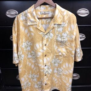 Tommy Bahama Large Button Front Short Sleeve Shirt